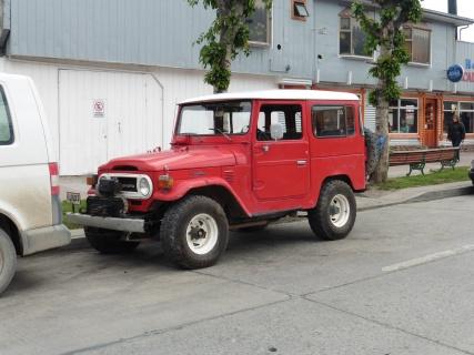 De auto (Toyota Land Cruiser BJ40) waar ik (Jan) in ben opgegroeid en de microbe kreeg in Puerto Natales